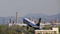 """Ryanair e EasyJet, le low cost convengono meno: occhio ai prezzi """"occulti"""""""